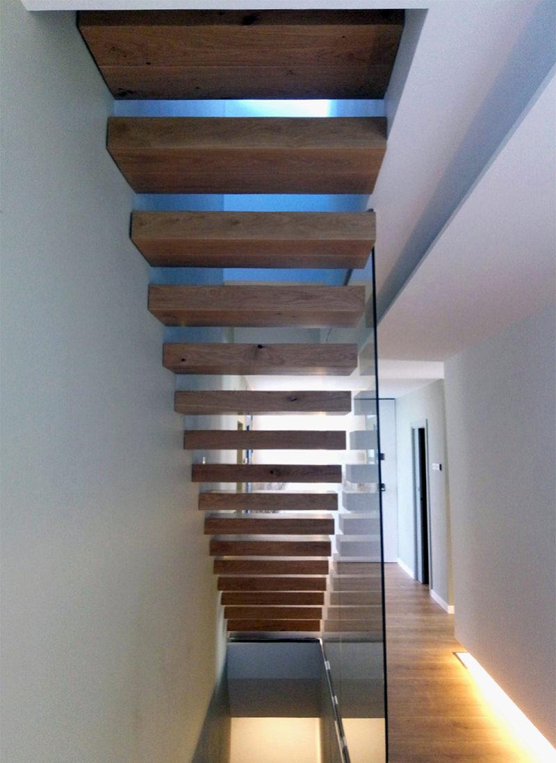 escala suspesa fusta de roure