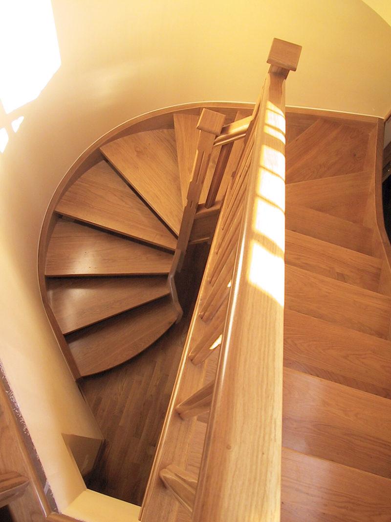 Escala amb fusta de Roure de planta corbada