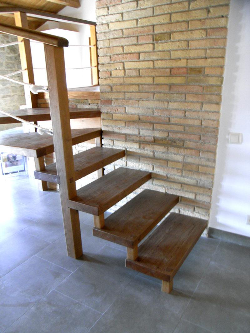 escales de fusta