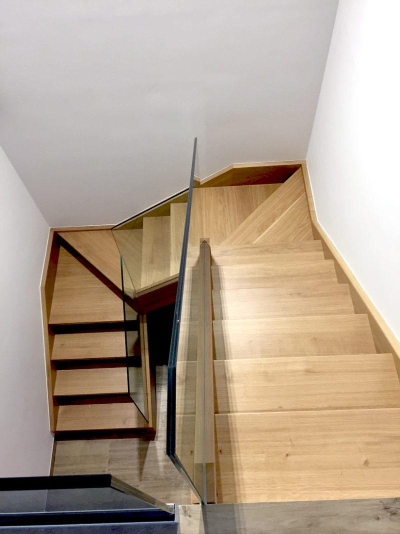 Escala amb entornpeu interior tipus Sandwich feta amb fusta de roure