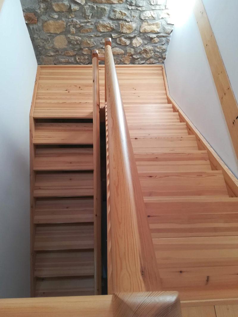 escala fusta de pi