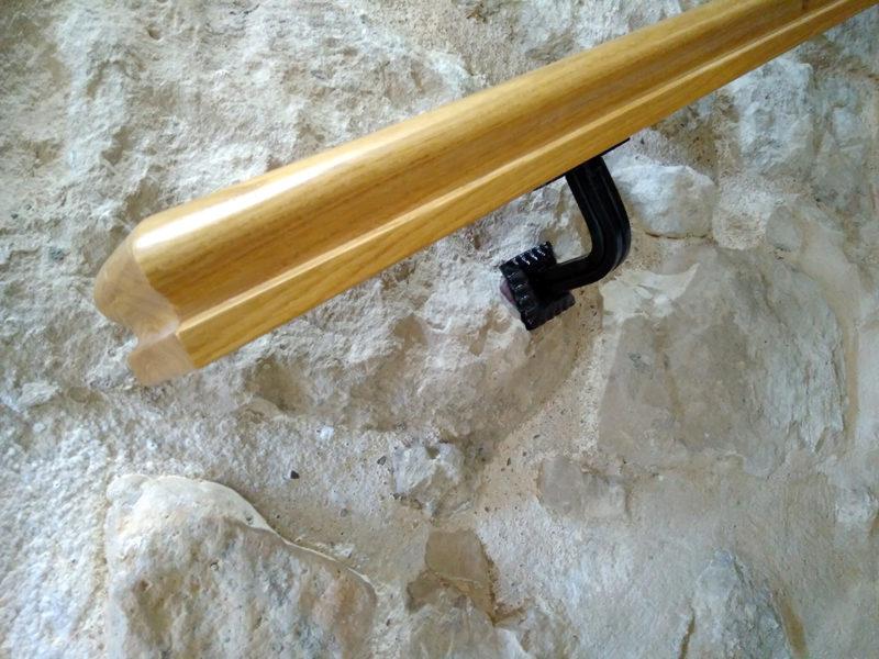 passamans de fusta de roure i suports de forja